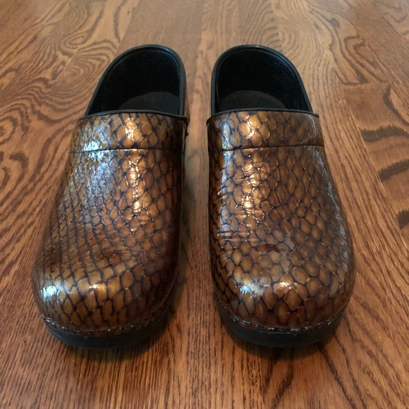 07b38d4a844 Dansko Shoes - Dansko Brown Patent Snakeskin Clog